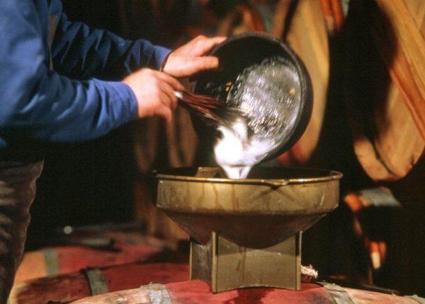 Klaring-af-rødvin-med-æggehvide